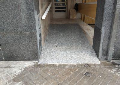 Construcción de rampa de acceso en un portal